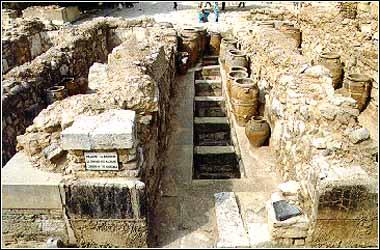 Pithoi storage 3 Knossos