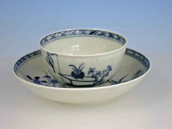 1st period Worcester Teabowl and Saucer  Bird in the ring c1760-1765