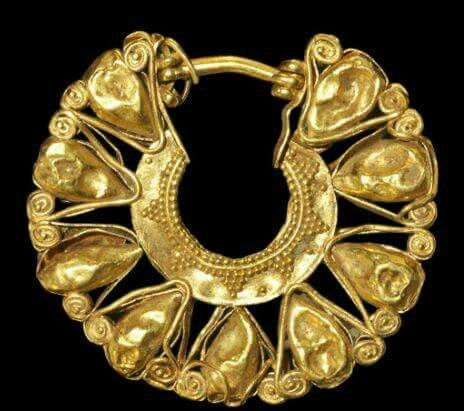 minoan-gold-openwork-earring-1100-b-c